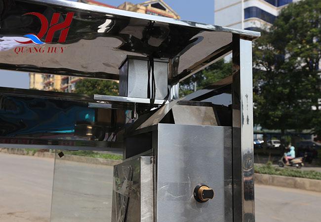 Xe được thiết kế với mái che thời tiết