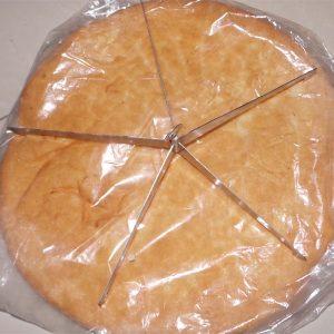 Một chiếc bánh tròn sẽ cắt ra được 4 chiếc bánh mì tam giác