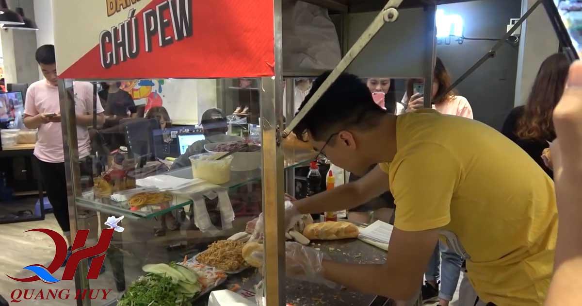 Pewpew lăn vào tiếp quản xe bánh mì rất nhanh chóng