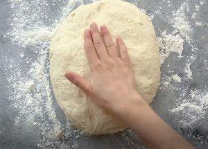 Trộn bột vỏ bánh mì