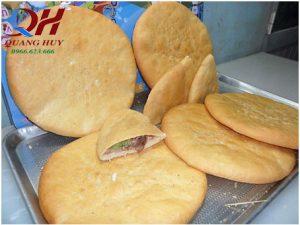Cách làm vỏ bánh mì tam giác giòn rụm