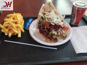 Món doner kebab ngon ngất ngây