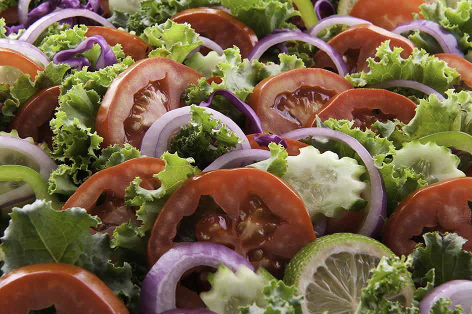 Rau củ quả vừa tạo nên hương vị tươi mát, vừa giúp người ăn thưởng thức mà không bị ngán
