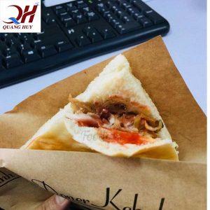 Phố ẩm thực chùa Láng cũng nổi tiếng với món bánh mì Doner kebab hấp dẫn