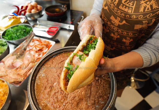 Bánh mì A Phòng được biết đến với hương vị độc đáo
