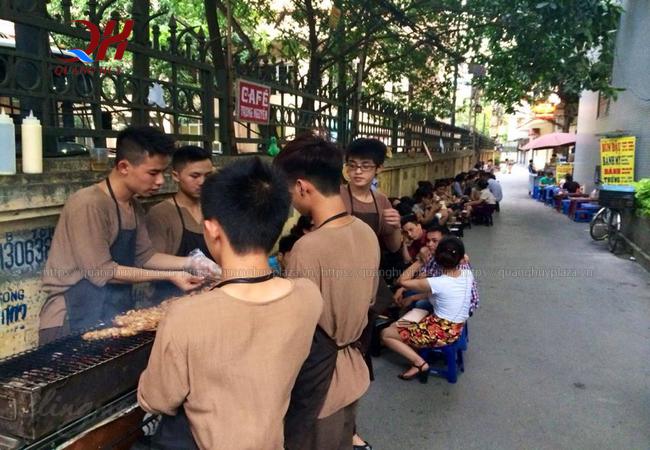Bánh mì chùa láng được rất nhiều bạn trẻ tại Hà Nội yêu thích
