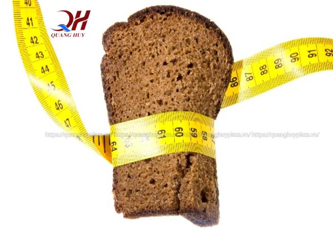 Bánh mì đen rất tốt cho việc giảm cân