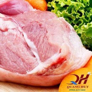 Thịt lợn (nạc vai) là nguyên liệu chính