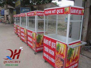 Xe bán bánh mì lưu động với vẻ ngoài nổi bật gây hấp dẫn với khách hàng