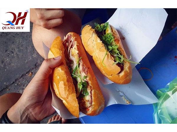 Thưởng thức bánh mì thịt ngon ở Sài Gòn