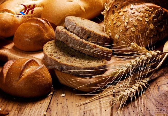 Bánh mì đen thường được lựa chọn nhiều vì rất tốt cho sức khỏe hơn bánh mì trắng