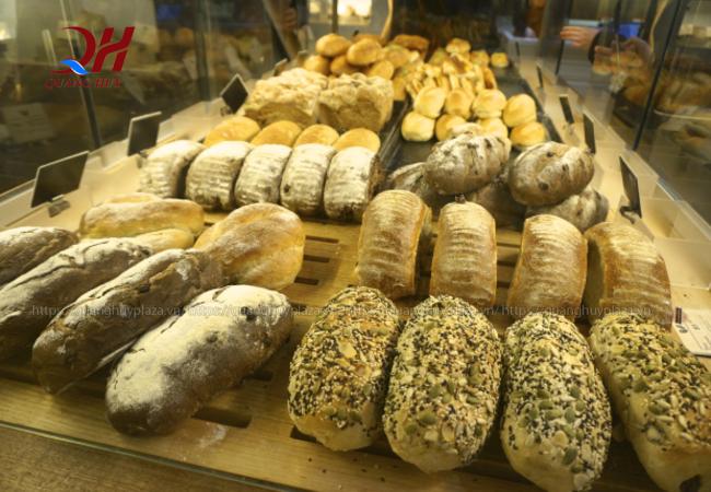 Bạn có thể tìm thấy bánh mì đen tại những siêu thị