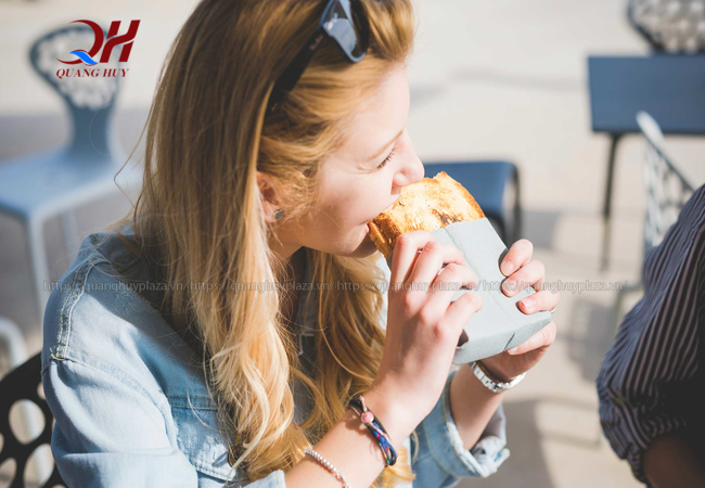 Mọi người thường chọn ăn bánh mì để tiết kiệm thời gian nhưng vẫn đủ chất