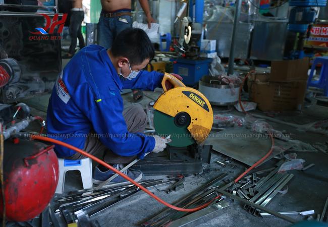 xe bánh mì luôn được làm từ những người công nhân lành nghề của Quang Huy