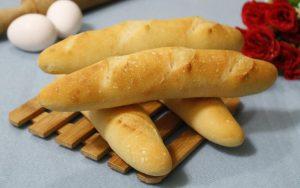 Một mẻ bánh mì que đã ra lò