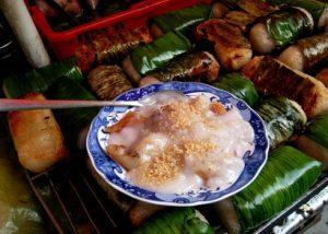 Chuối nếp nướng thường ăn kèm với cốt dừa