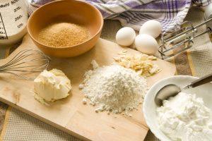 Chuẩn bị nguyên liệu làm bánh