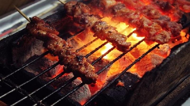 Nướng thịt bằng lò nướng thịt xiên