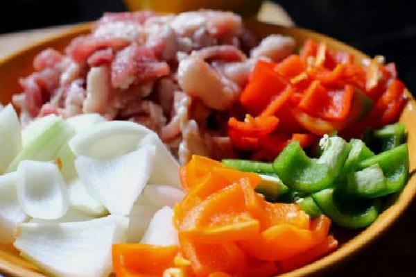 Nguyên liệu để chế biến món thịt xiên nướng rau củ