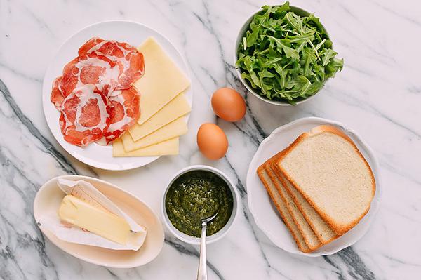 Máy kẹp bánh mỳ giúp bạn chuẩn bị bữa sáng cho gia đình