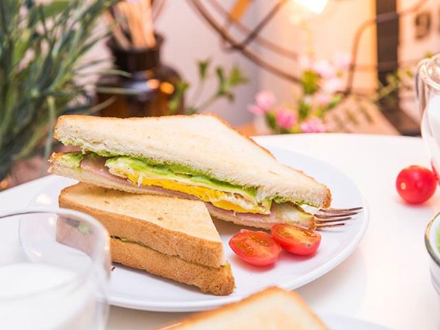 Bánh mì Sandwich kẹp trứng cho bữa sáng đầy dưỡng chất