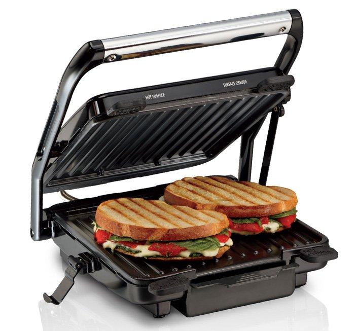 Làm nóng bánh mì với máy kẹp bánh mì Sandwich