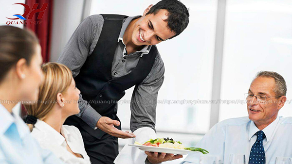 Thái độ phục vụ khách hàng tận tâm