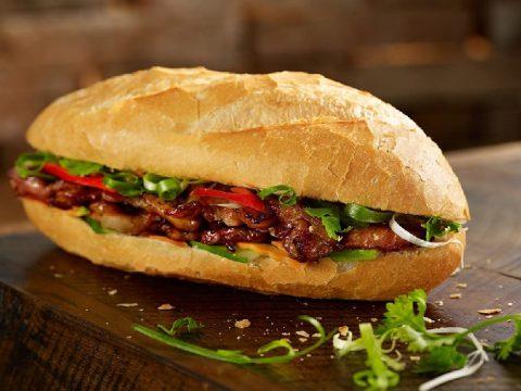 8 cách làm bánh mì cũ nóng giòn chỉ TRONG 1 NỐT NHẠC