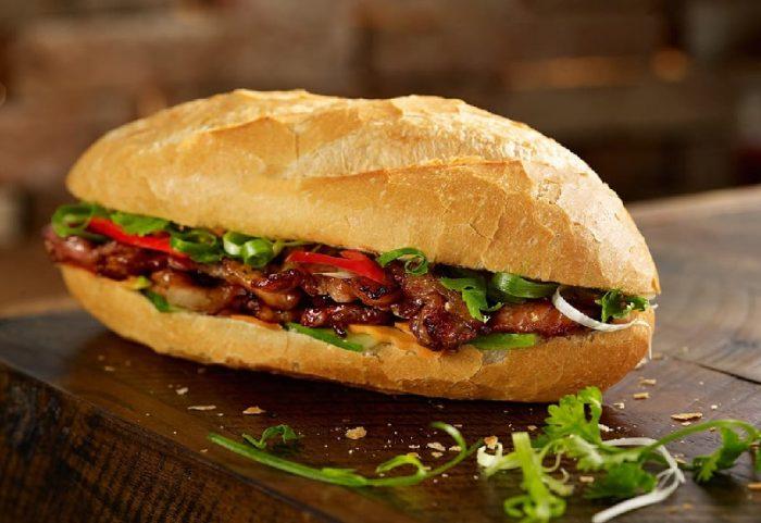 """Những chiếc bánh mì thịt """"ngon - bổ - rẻ"""" là sự lựa chọn không thể nào tuyệt vời hơn!"""