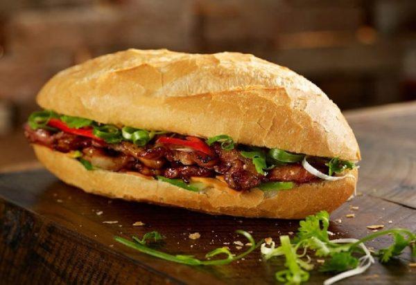 Chiếc bánh mì chỉ ngon khi còn nóng giòn