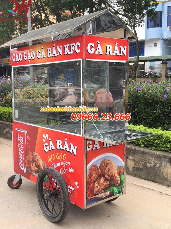 Xe bán gà rán Quang Huy được thiết kế bàn gấp tiện lợi