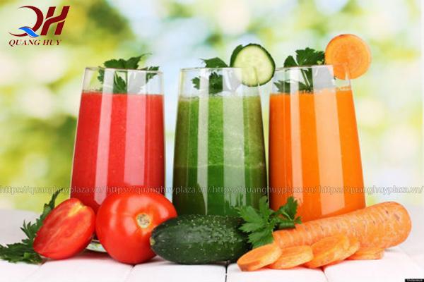 Nước ép trái cây thập cẩm với đầy đủ dưỡng chất