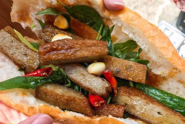 Bánh mì chả cá mang âm hưởng của Nha Trang
