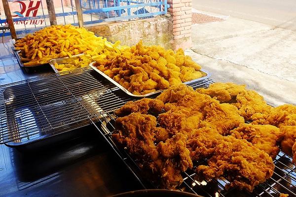 Gà rán, khoai tây chiên là những món ăn vặt được ưa chuộng nhất của học sinh, sinh viên