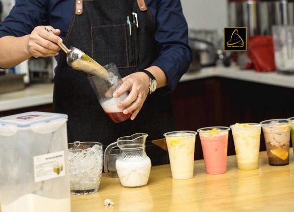 Đa dạng các loại trà sữa khác nhau phục vụ khách hàng
