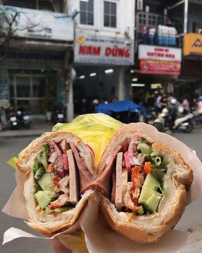 Ổ bánh mì Huỳnh Hoa đầy đủ, ngon khó cưỡng