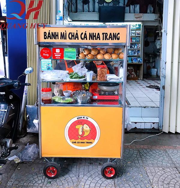 Tủ kính bán bánh mì chả cá 1m giá rẻ