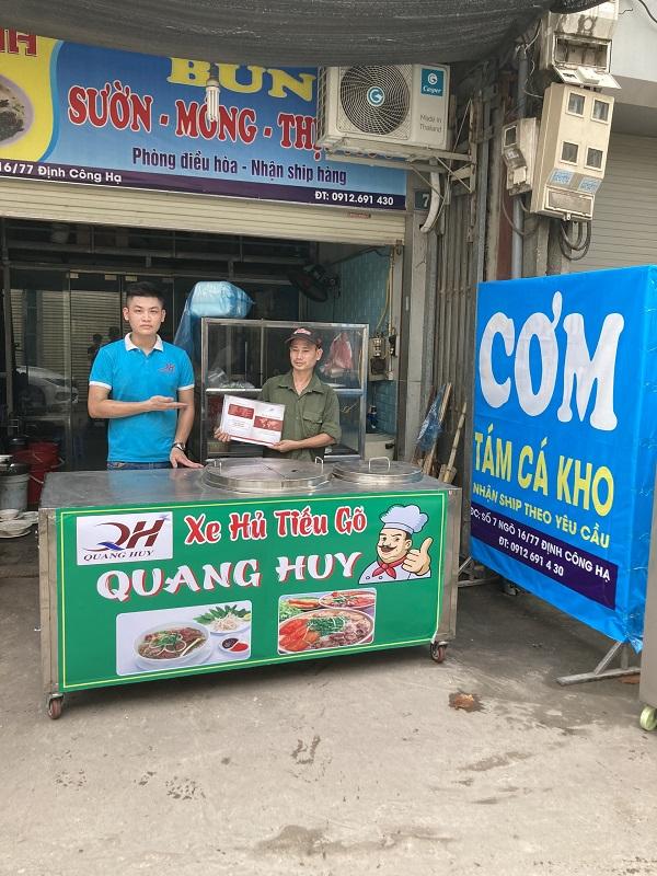 Xe bán hủ tiếu gõ do Quang Huy sản xuất phân phối