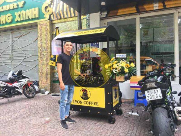 Xe đẩy bán cà phê dạo lề đường vỉa hè