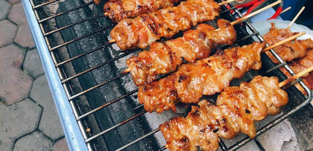 Nướng thịt xiên bằng xe nướng gà vịt