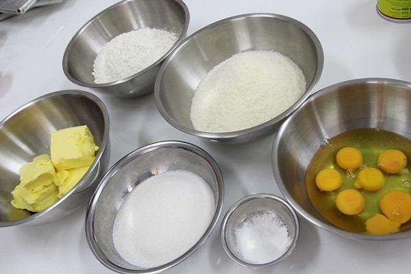 Nguyên liệu làm bánh sầu riêng chiên giòn