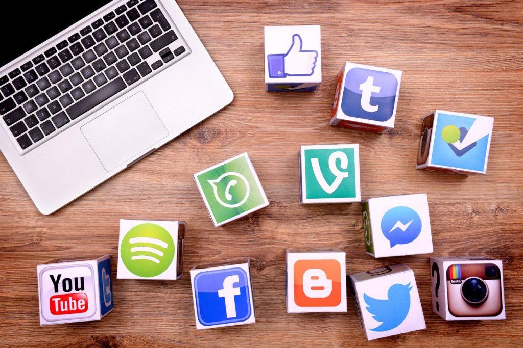 Tiếp cận khách hàng qua mạng xã hội